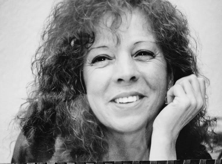 Entre los espejismos y los pasos, los últimos poemarios de Helena Junyent