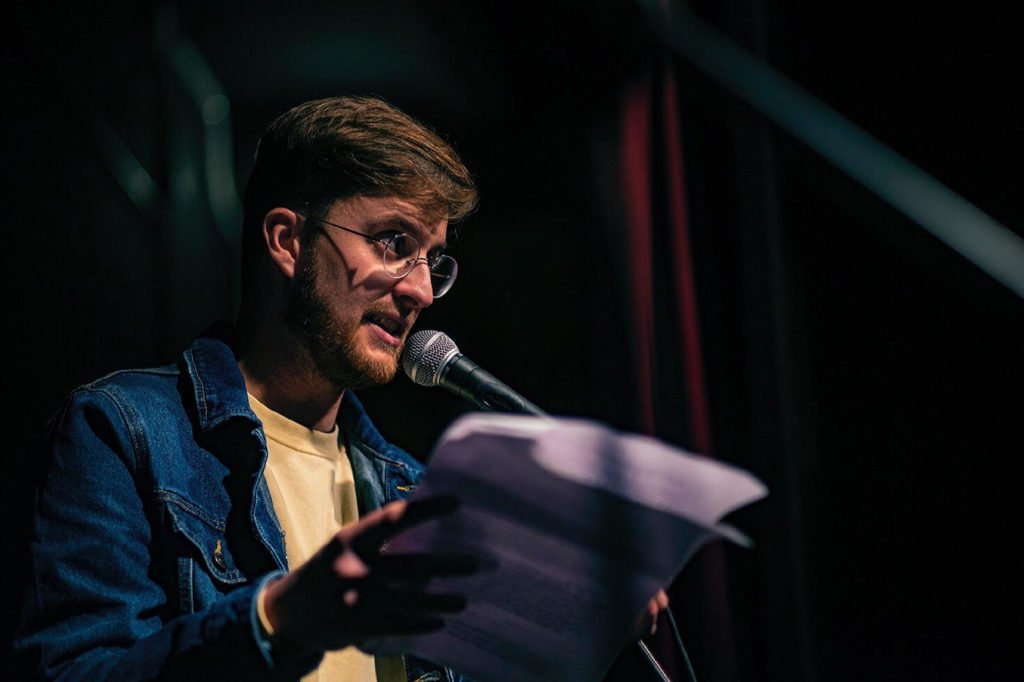 CICLE POESIA JOVE: Pep Sanz, poesia, pollastres i dinosaures